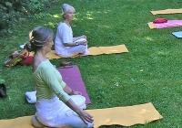 yoga-im-garten-bei-devimata-2008_01