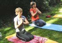 yoga-im-garten-bei-devimata-2008_04