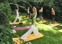 yoga-im-garten-bei-devimata-2008_08