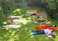 yoga-im-garten-bei-devimata-2008_09
